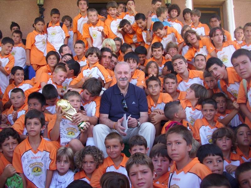 Visita del seleccionador nacional campeón del mundo, Vicente del Bosque